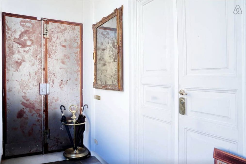 Rome Colosseum Loft (Airbnb): Entrance/Foyer