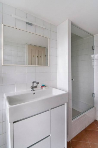 Bright & Central Vienna Airbnb Apartment: Bathroom