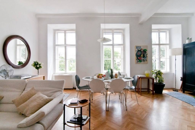 Bright & Central Vienna Airbnb Apartment