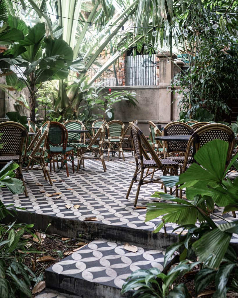 Las Clementinas - Mahalo Hidden Garden Seating Area
