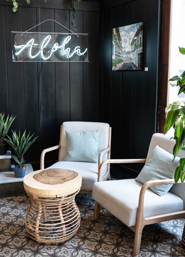 Mahalo Cocina y Jardin Front Seating Area