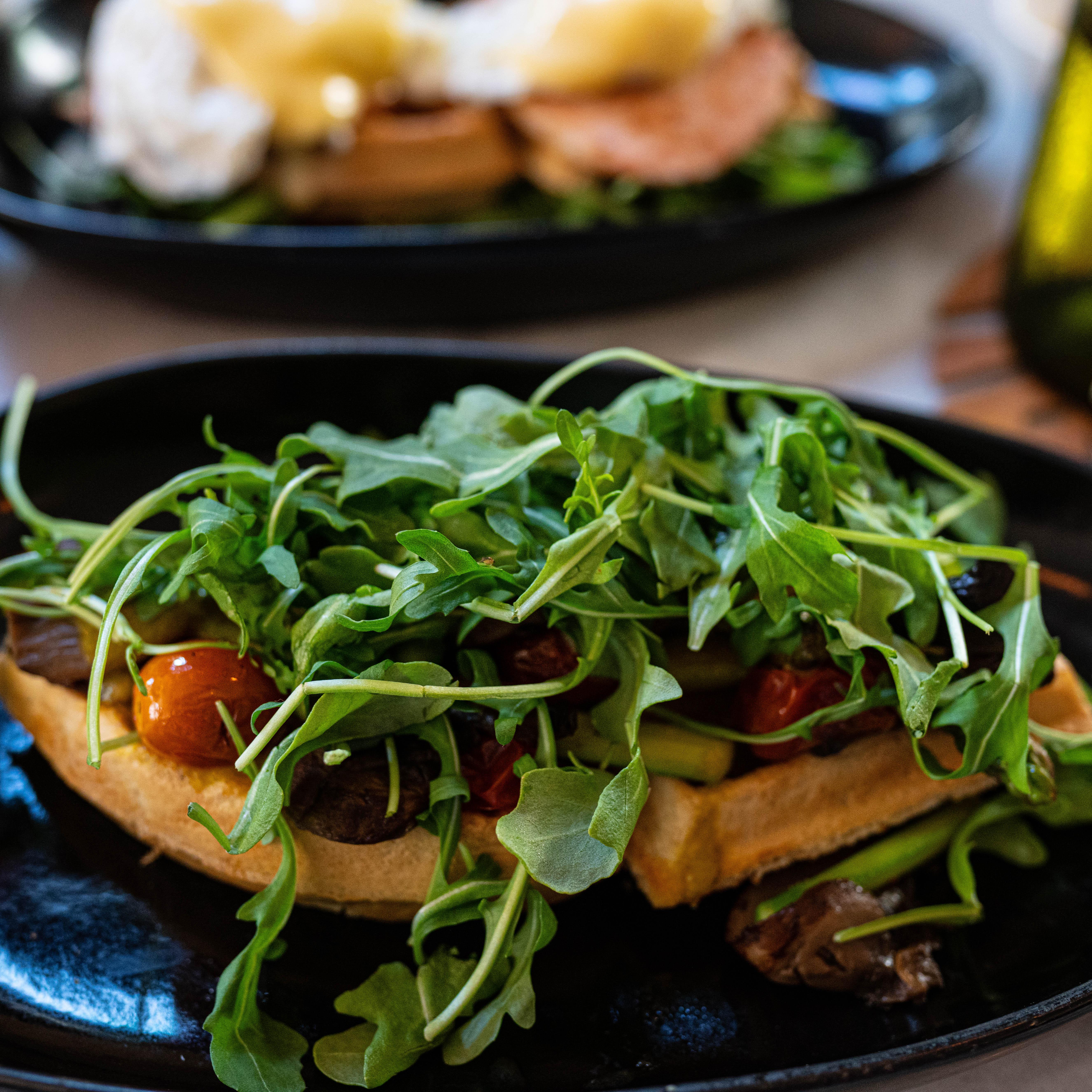 Mahalo Cocina y Jardin - Vegan Waffle Florentine